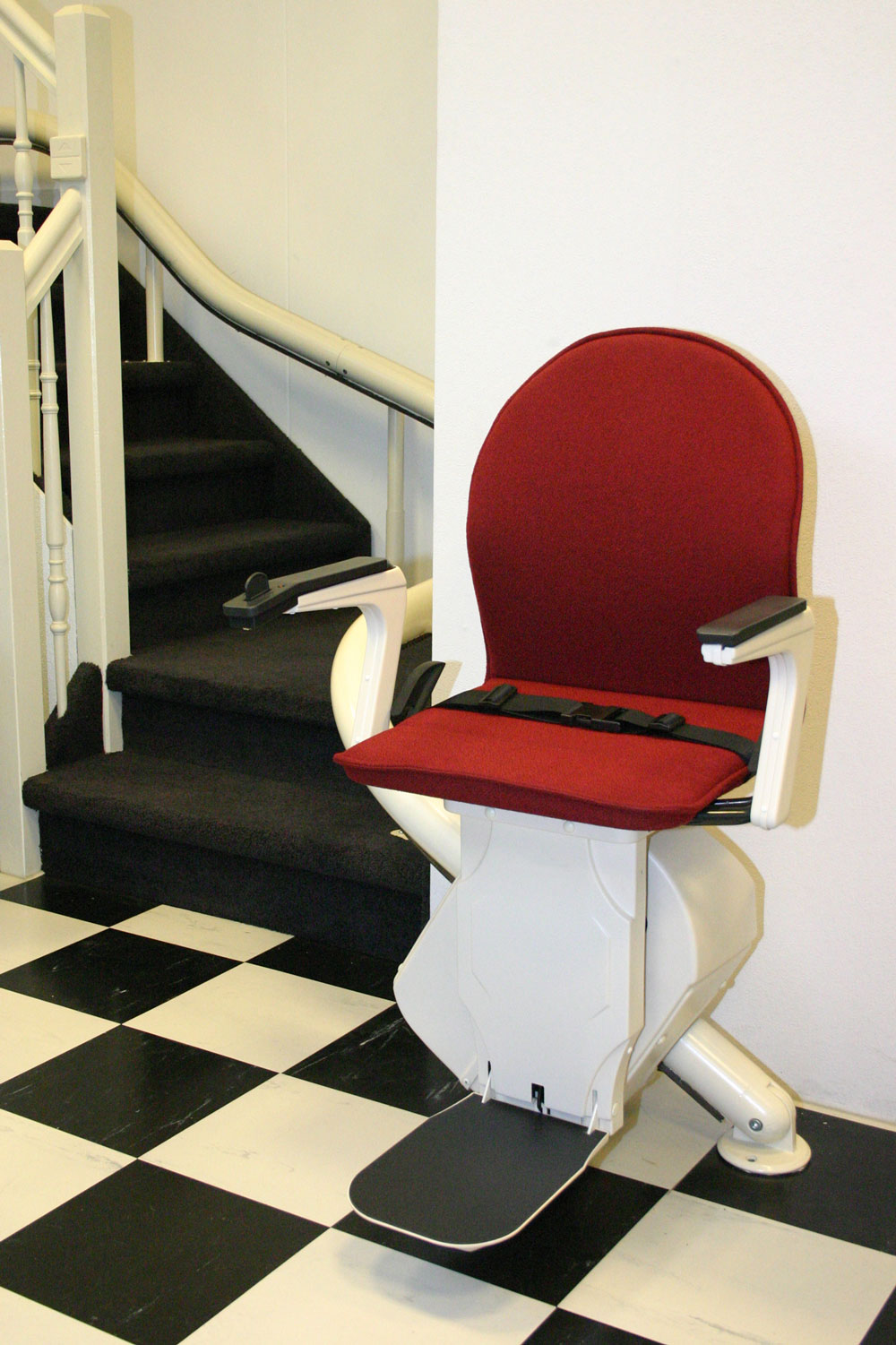 plus_chair_-red_front1